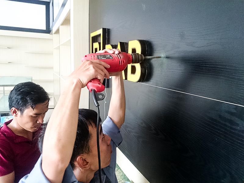 Làm bảng hiệu mặt dựng shop thời trang Pabno tại quận 9 TPHCM